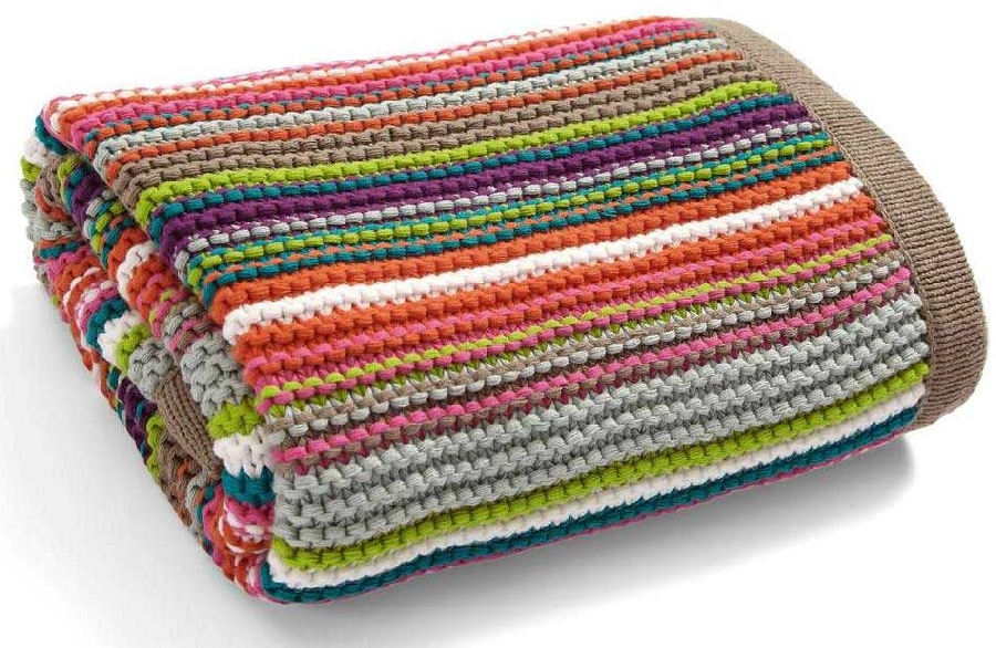 small-knitted-blanket